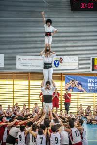 El Pilar de 4 amb jugadors del Pratenc a la pinya. Foto: Ajuntament del Prat.